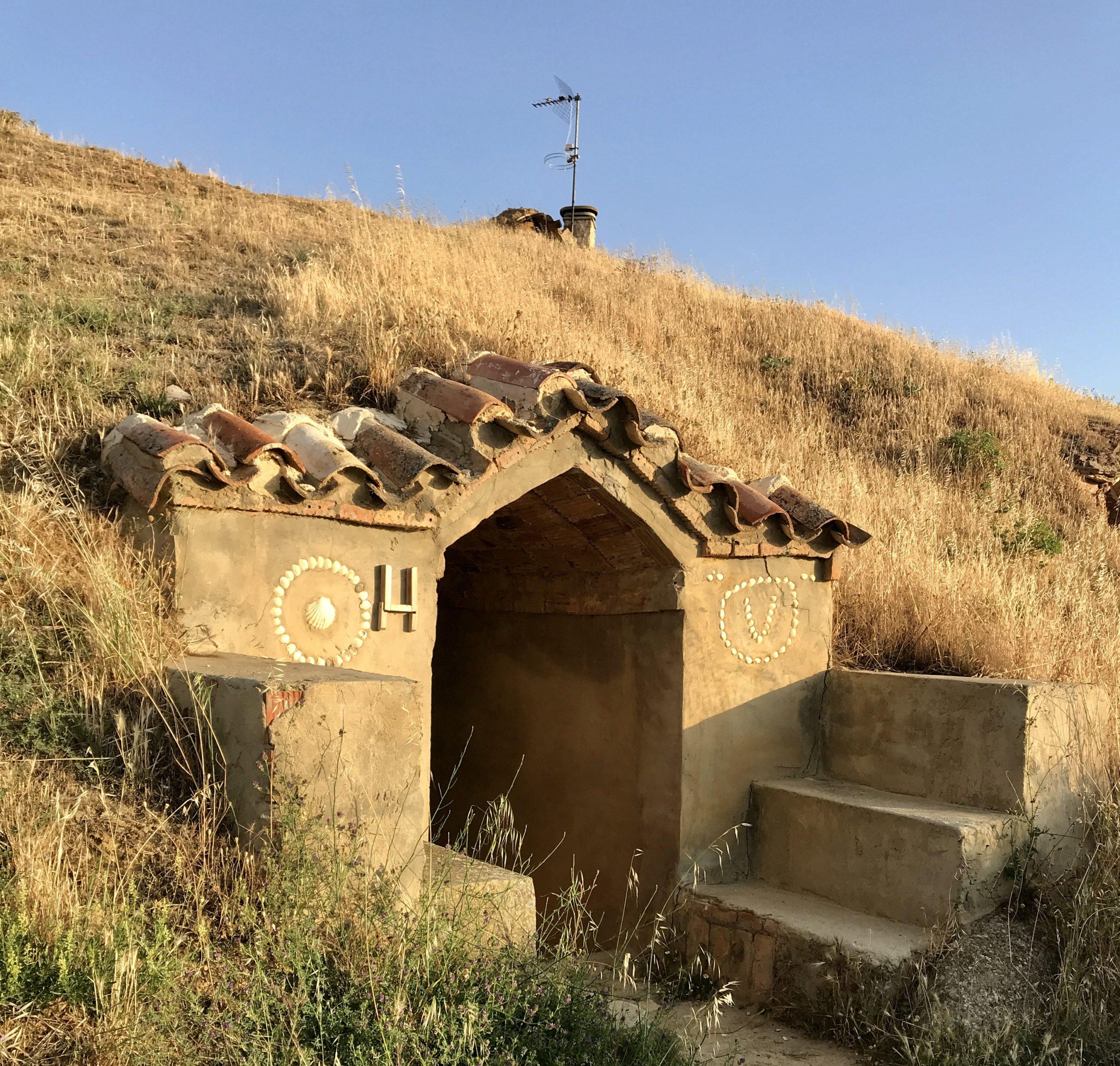 """""""bodegas"""" (cantine) scavate nella terra a Moratinos"""