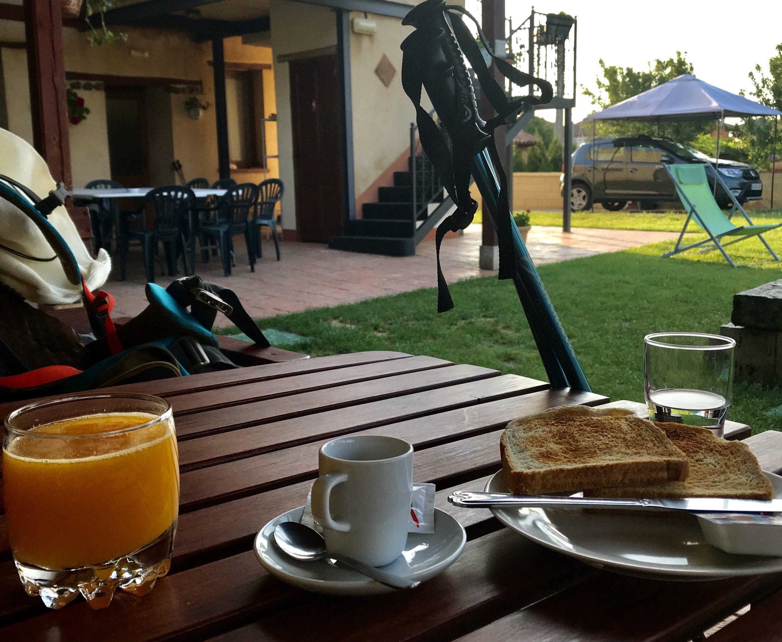 ultima colazione all' l'Albergue de San Bruno